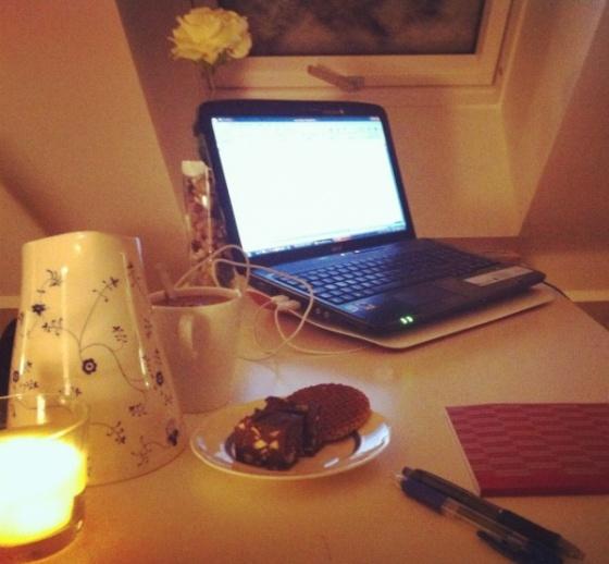 noche-acogedora-trabajo-en-casa
