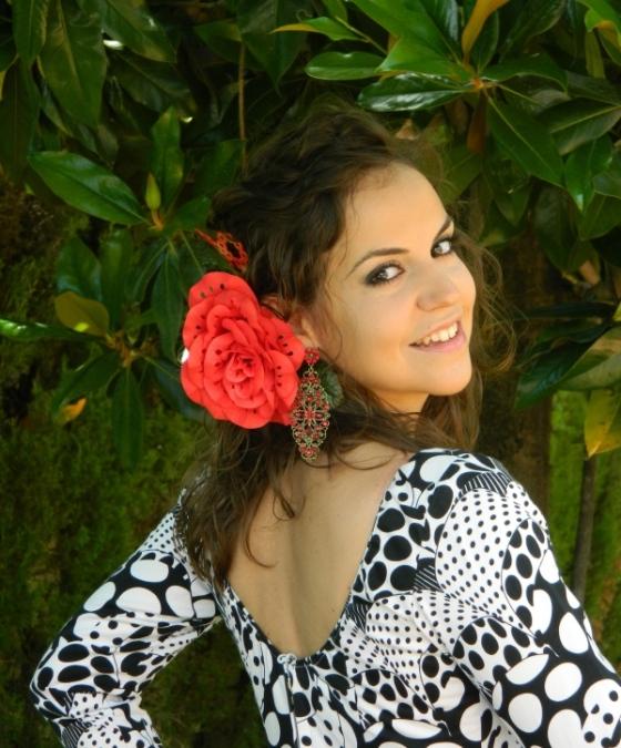 Vestido de gitana blanco negro rojo flor roja